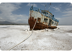 Iran-abandoned ship stuck in salts
