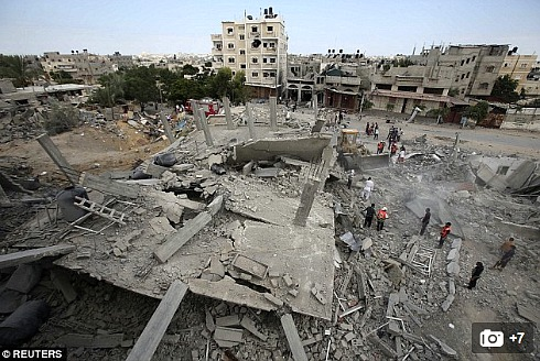Gaza-searching for victims in Rafah.jpg